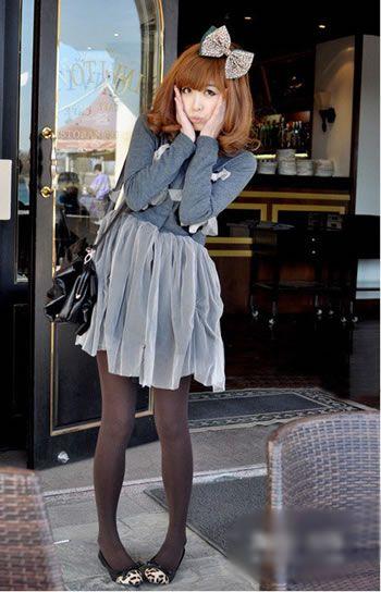 薄风衣+短裙 这个春日尽情摇摆