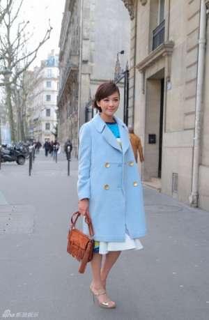 陈意涵巴黎时尚周街拍 灿烂笑容清新大方屋顶秧田工装